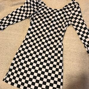 Dresses & Skirts - Black / white Pattern dress